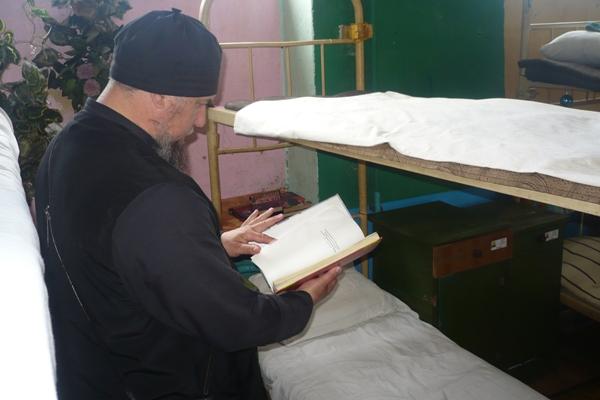 Окормляющий священник исправительной колонии №1 протоиерей Александр Азаренков провел насыщенный рабочий день в учреждении